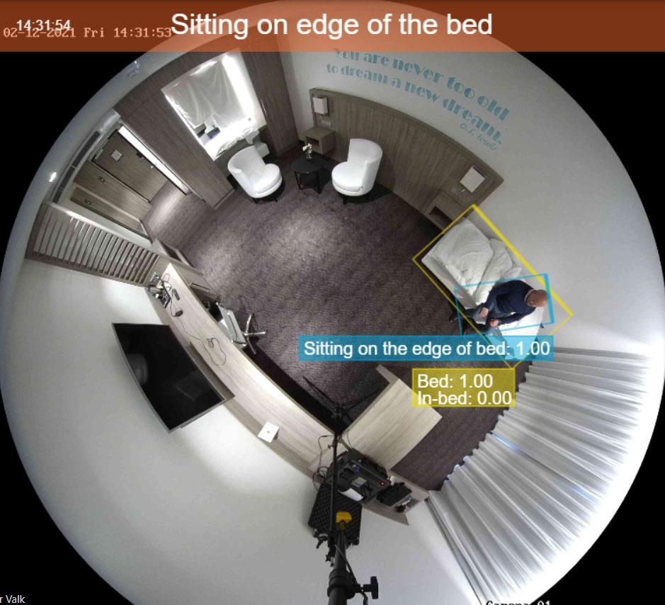 Zorginstelling Herfstbloem - Kamer 13:  Cliënt zit op de rand van het bed notificatie
